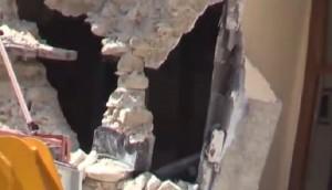 Terremoto Amatrice: la casa che si regge grazie a una cassaforte VIDEO