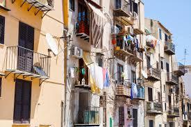 Guarda la versione ingrandita di M5S Livorno ti requisisce la casa disabitata. Meloni: