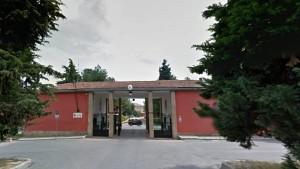 Bologna, carabiniere si u****e con pistola di ordinanza davanti la caserma