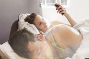 Guarda la versione ingrandita di Prendi cellulare al partner e leggi sms? E' rapina!