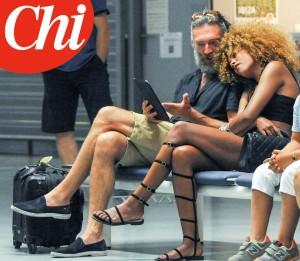 Vincent Cassel a Ibiza con Tina Kunakey3