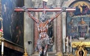 """Venezia, sputi sul crocifisso, il prete: """"Islamiche col velo hanno profanato"""""""