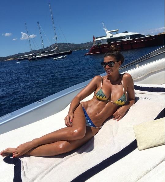 """Claudia Galanti, foto vacanze su Instagram. Insultata: """"Vai a lavorare"""""""