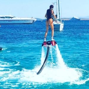 """Guarda la versione ingrandita di Claudia Galanti, foto vacanze su Instagram. Insultata: """"Vai a lavorare"""""""