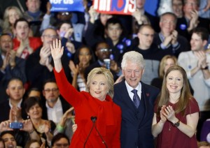 Hillary Clinton & Bill: quanto guadagnano da conferenze e libri? E le tasse?