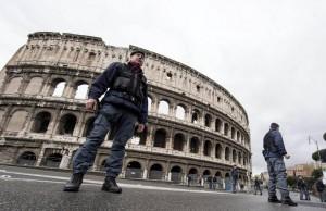 Guarda la versione ingrandita di Terrorismo, allarme Roma: Colosseo-Via del Corso perimetro blindato