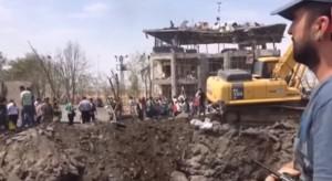 YOUTUBE Turchia: bomba curda su polizia, morti 2 agenti e 1 bambino
