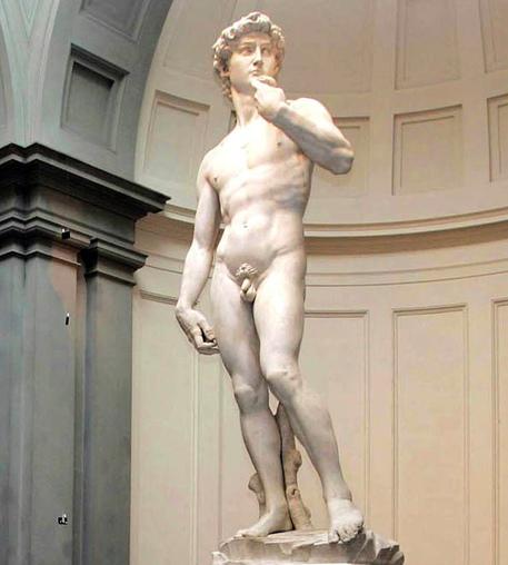 """David di Michelangelo """"osceno"""": i russi lo vogliono coprire"""