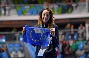 Guarda la versione ingrandita di Elisa Di Francisca, bandiera Ue contro Isis (foto Ansa)