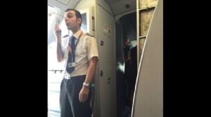 Guarda la versione ingrandita di Easyjet: lite equipaggio Londra-Belfast, aereo torna indietro (foto Twitter)