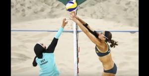 Guarda la versione ingrandita di YOUTUBE Beach volley, Egitto-Germania: Doa El-ghobashy con hijab