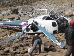 Guarda la versione ingrandita di Nepal: elicottero si schianta al suolo, 7 morti tra cui un bimbo