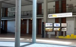 Guarda la versione ingrandita di Eni a Rimini per meeting Cl tra intervento Descalzi e hub per informare giocando
