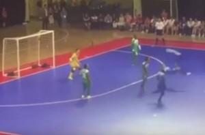 YOUTUBE Falcao, due rovesciate in 5 secondi...e fa gol