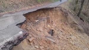 Reggio Calabria: frana e fango, chiusa strada statale 18