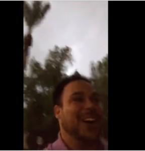 Guarda la versione ingrandita di VIDEO YOUTUBE Tempesta di fulmini in diretta Periscope e…viene quasi colpito