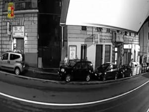 VIDEO YOUTUBE Massacra a colpi di bastone e accetta un ragazzo: arrestato albanese