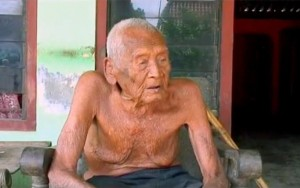 Guarda la versione ingrandita di Uomo più vecchio al mondo? L'indonesiano Mbah Gotho, 145 anni FOTO