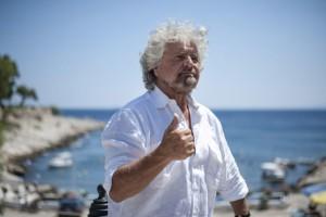 Guarda la versione ingrandita di Beppe Grillo a pranzo con Giorgio Gori (renziano) ed Ernesto Mauri (berlusconiano)