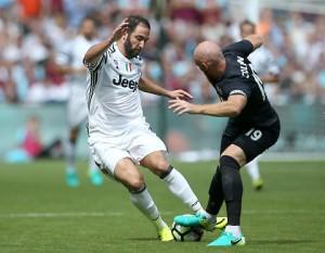 Guarda la versione ingrandita di Juventus, Higuain grasso preso in giro anche dai telecronisti inglesi