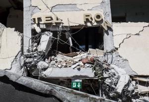 Guarda la versione ingrandita di Hotel Roma ad Amatrice: 4 cadaveri sotto macerie, molti sono fuggiti (foto Ansa)