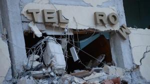 Hotel Roma, i 7 corpi mai rivendicati e il mistero dei rumeni