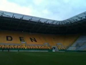 Dinamo Dresda, testa toro mozzata lanciata dai tifosi