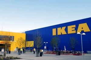 Guarda la versione ingrandita di Allarme bomba Ikea Ancona, paura per auto abbandonata