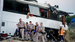 Guarda la versione ingrandita di YOUTUBE California, pullman di turisti esce di strada: 5 morti