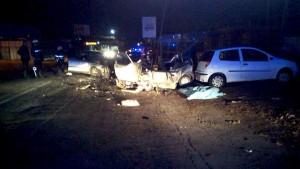 Incidenti stradali, frontale auto-tir: morti madre, padre e i 2 figli