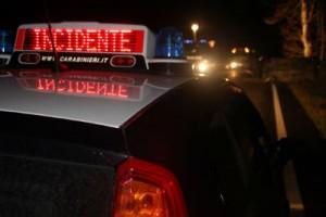 Scende da auto dopo incidente: 19enne travolto e ucciso da Bmw