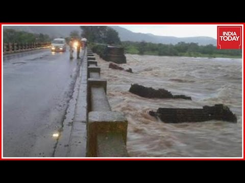 YOUTUBE India: crolla ponte a Mahad, morti e...7