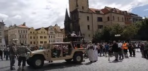 YOUTUBE Praga, attacco Isis in centro ma è...la destra islamofoba