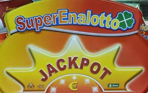 Guarda la versione ingrandita di Jackpot Superenalotto ai terremotati? Non si può fare, non sono soldi pubblici