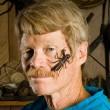 Justin Schmidt, lo scienziato che si è fatto pungere 1000 volte da 93 insetti diversi