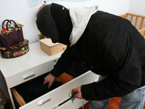 Roma, ladro ingoia gioielli: lavanda gastrica e arresto