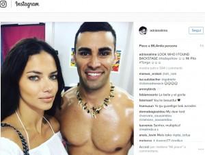 Guarda la versione ingrandita di Rio 2016: Adriana Lima, FOTO virale con portabandiera Tonga