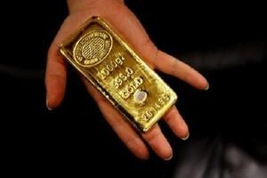 Guarda la versione ingrandita di Como, anziana consegna soldi e lingotto d'oro a un banchiere. Finanza indaga