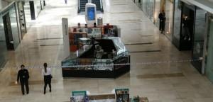 Londra, uomo accoltellato in un centro commerciale