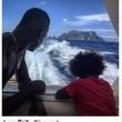 Mario Balotelli versione papà: in barca con Pia