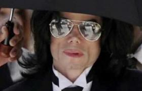 """Il dottor Murray accusa la famiglia Jackson<br /> """"Michael ha subito abusi quando era piccolo"""""""