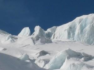 Aosta, Seracco travolge guida e alpiniste: 3 morti sul Monte Bianco