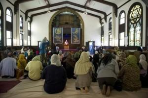 Torino, torna dalla moschea solo con amiche donne: bastonata dal marito