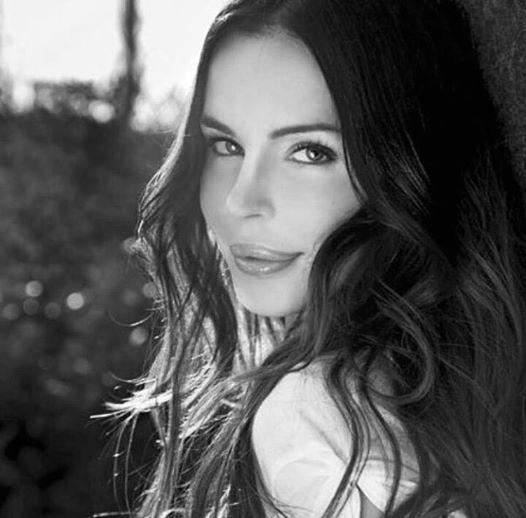 """Nina Moric va dal dentista: """"Non ho paura, non ho paura, non ho...""""03"""