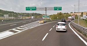 Orte, incidente sulla A1: auto con famiglia a bordo finisce fuori strada