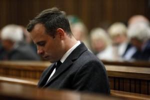 Guarda la versione ingrandita di Oscar Pistorius si taglia le vene: sorveglianza anti suicidio (foto Ansa)
