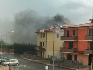Udine, palazzo a fuoco: anziana intossicata