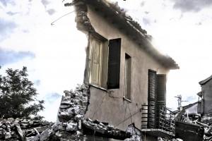 """Terremoto Centro Italia, testimoni: """"Dieci secondi ed è crollato tutto"""""""