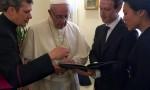 Papa Francesco riceve Mark Zuckerberg e la moglie a Roma FOTO