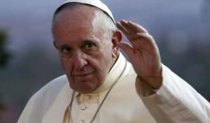 """Guarda la versione ingrandita di Isis contro Bergoglio, rivista Dabiq: """"Papa Francesco è un miscredente, nostro nemico numero uno"""""""